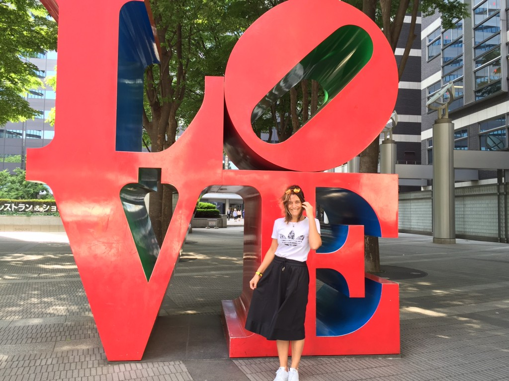 En Shinjuku también hay Love (de Robert Indiana). Al pie de la I-Land Tower.
